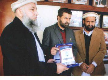 minister-health-kpk-inayat-ullah-khan-visit