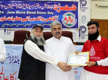 Presentaion of recognation certificate to Blood donor on world blood donor day